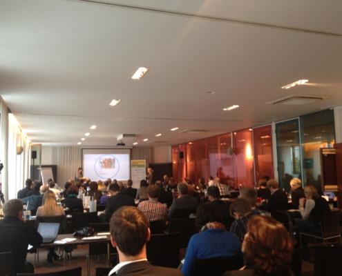 Gut gefüllte Räume - Digital Marketing und Media SUMMIT 2012