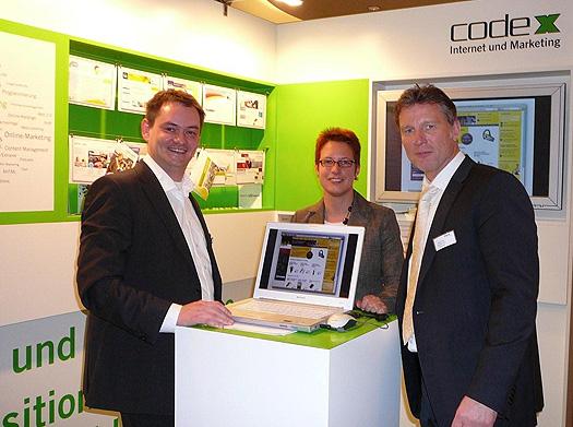 Jürgen Urban (A.D.U. Urban) besucht den Messestand von code-x auf der MEiM in Bielefeld